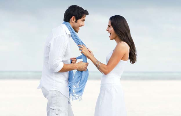 CS Couple on Beach-01